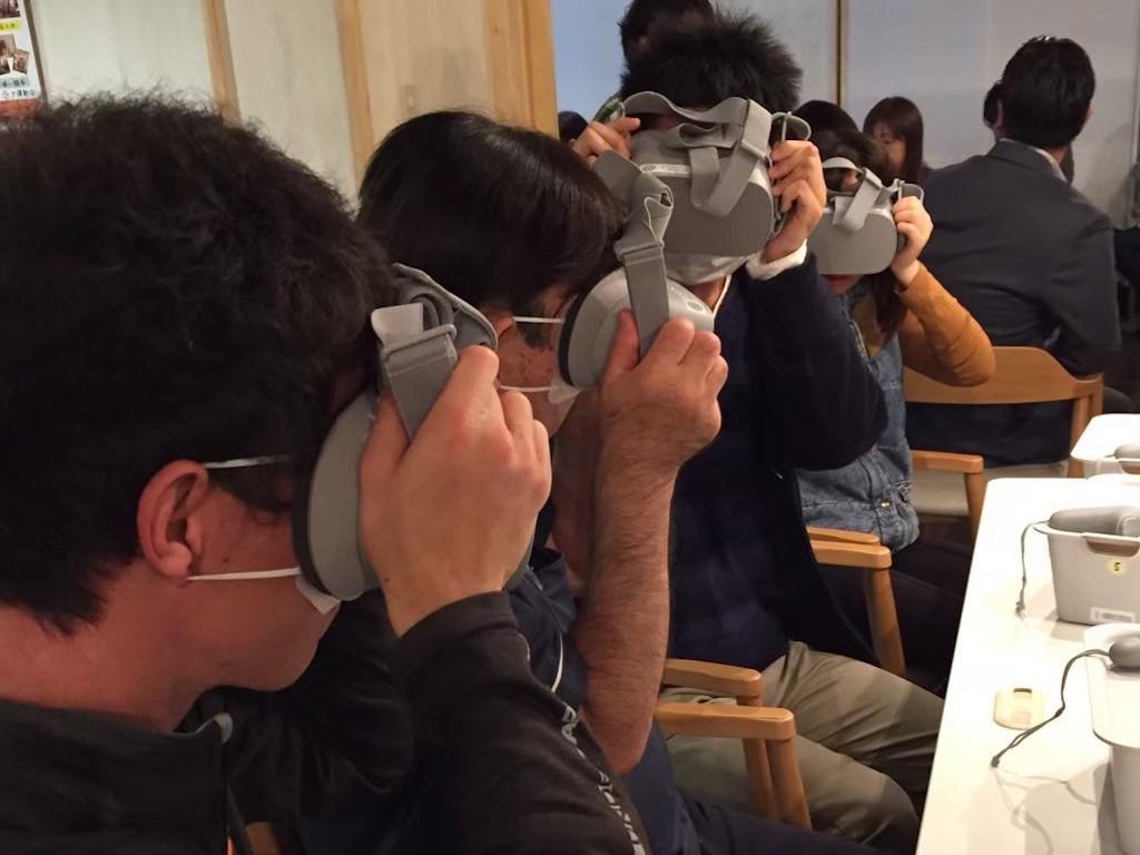 VR動画(360度動画)を利用した、介護研修用教材「ケアリアル」
